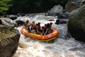 Rafting di batu